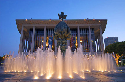Music Center fountain and Peace on Earth sculpture by Jacques Lipchitz. Los Angeles
