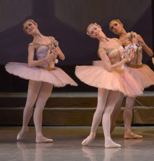 Mariinsky-Ballet_Raymonda-by-Valentin-Baranovsky_18