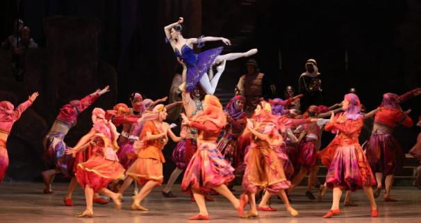 Segerstrom-Center-Mariinsky-Ballet-s-Raymonda-Photo-by-Natalia-Razina_2